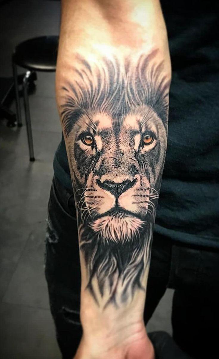 fantastisches schwarz-graues Löwentattoo © Tätowierer zrako.vgbnd ❤❤❤❤