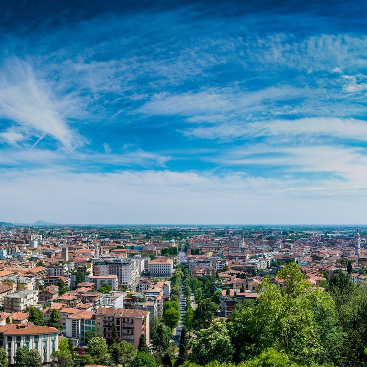https://flic.kr/p/Hsaazb | The Old Bergamo | Perfect place for vacation in Italy. Bergamo is very close to Milano (Milan), just 10 km by the train.