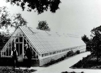 The peach house with W. H. Allen talking to the gardener [Z50/21/55]