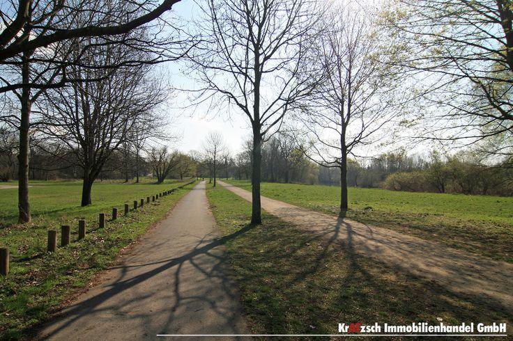 Döhrener Maschpark -  Weitläufige Jogging und Radwege entlang der Leine sind Anlaufpunkt für Jung und Alt. Zu jeder Jahreszeit lassen sich hier tolle Spaziergänge machen. Wer hat das nicht gern vor der Haustür?