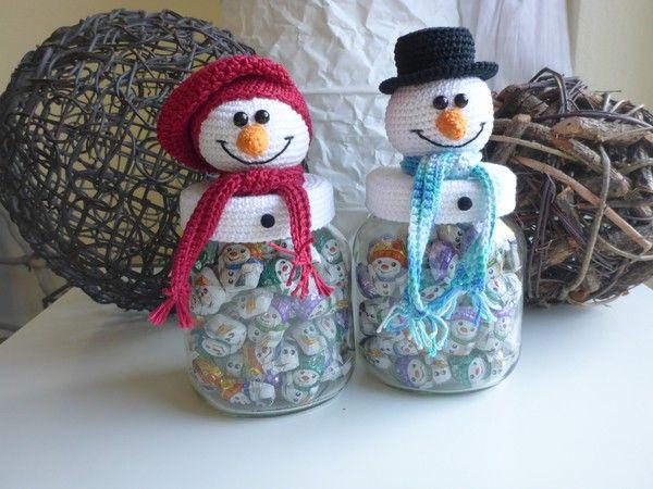 Ihr seid auf der Suche nach einer originellen Verpackung für Weihnachtsüßigkeiten? Dann ist das Bonbonglas mit Schneemann genau das Richtige! Ob klassisch mit Zylinder oder modern mit Beanie Mütze, so werden alle Leckereien zum Hingucker.  zum häkeln