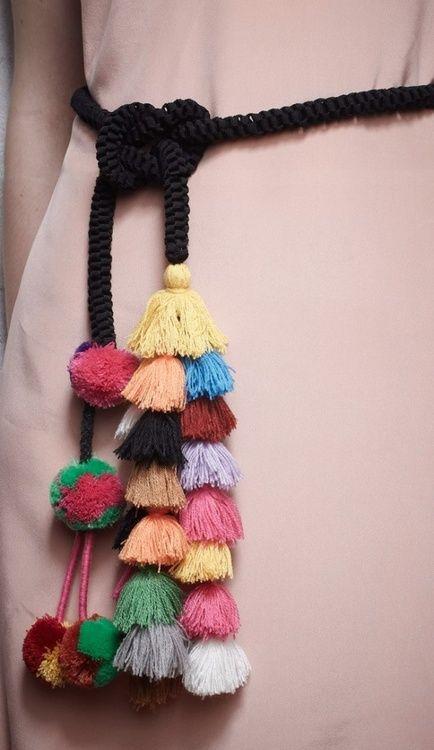 Cinturon cordón borlas multicolor negro invitada