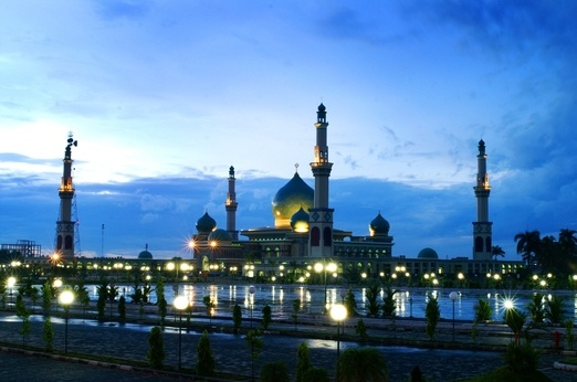 5. An- Nur Mosque in Pekanbaru. Often called as the Taj Mahal of Indonesia. Photo courtesy of Vacation Land.