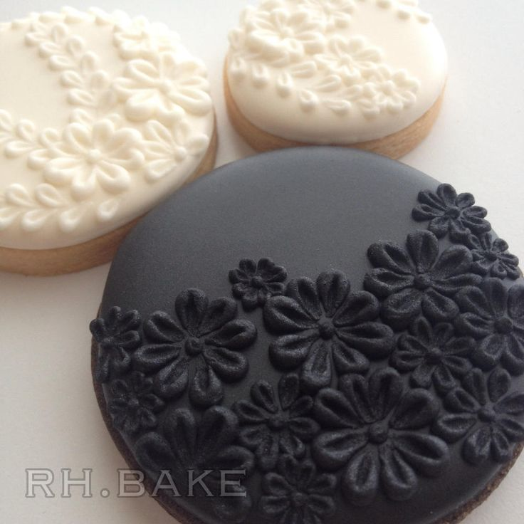 Black and White Flowers | Cookie Connection