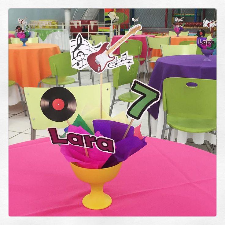 Os centros de mesa na festa musical da Lara! #centrodemesa #musical #festamenina #festaespecial #personalizados #ratchimbum #novaodessa