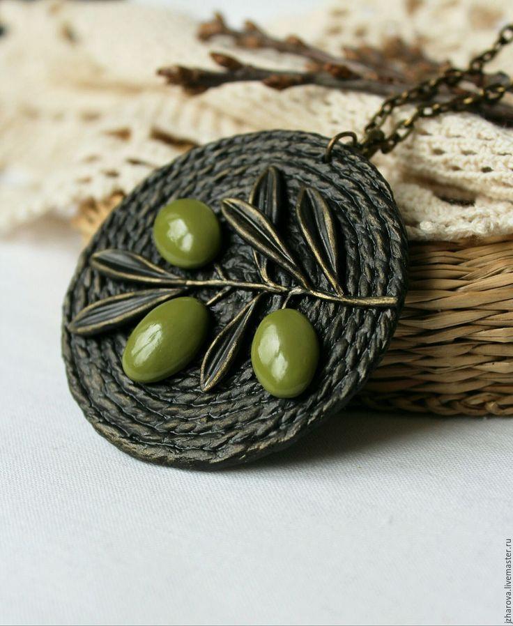Купить Кулон из джута Олива - кулон, кулон круглый, украшение из джута, оливковый, кулон олива