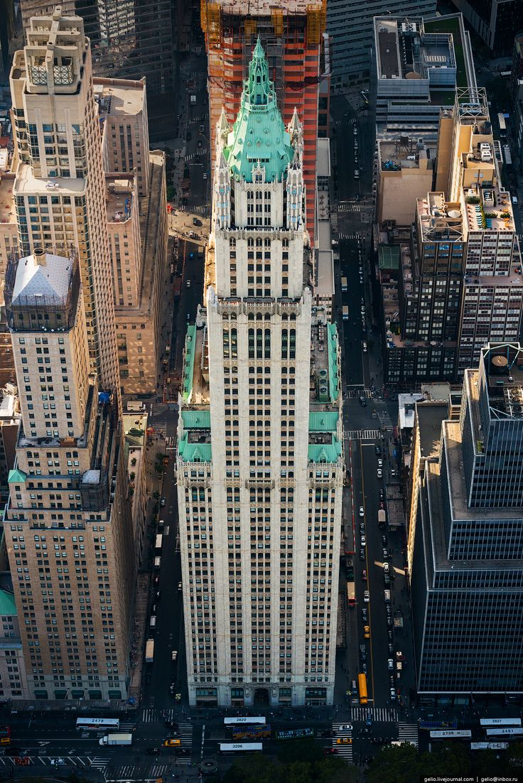 New York - Woolworth Building - The skyscraper in the neo-gothic style   Gelio