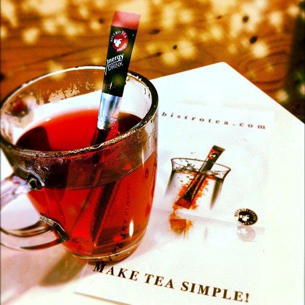 Bistrotea EnergyTea...  Like it!   BISTROTEA Energy Drink es un té energético rápido a base de nuestro té de frutas Fruit Berry con azúcar de Stevia, taurinas y cafeína. Disponible en estuche con 16 Sticks de Té.