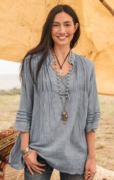 This lovely V-neck crinkle cotton tunic makes an elegant impression.