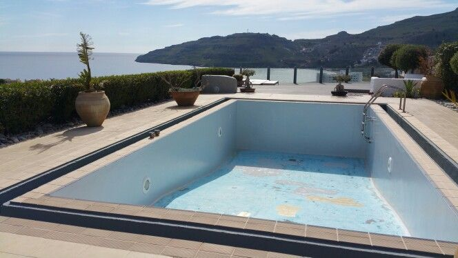 ....add a splash of (a new colour for the pool) light grey...