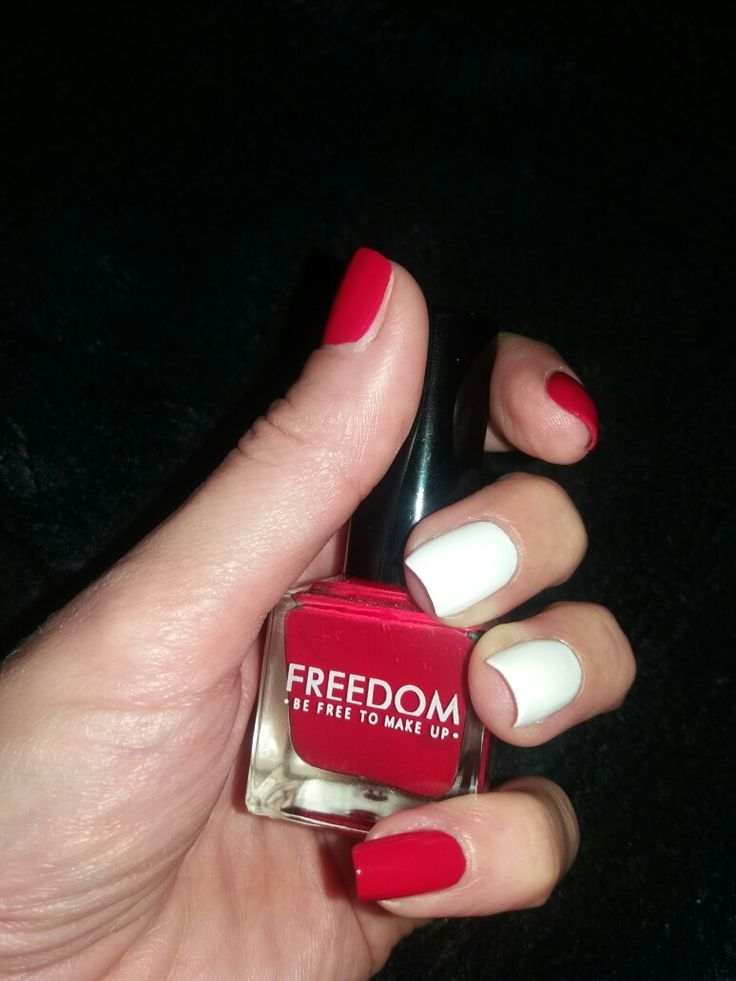 Nails: red and white