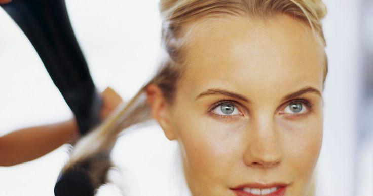 Diferença entre cabelos tonalizados e cabelos com luzes. Se você está procurando por uma cor de cabelo alto-astral, as opções podem ser intermináveis. De processos com duas etapas à mechas, as colorações de cabelo, muitas vezes, necessitam de um pouco de explicação. Luzes e tonalização são opções populares para mudanças leves ou dramáticas.