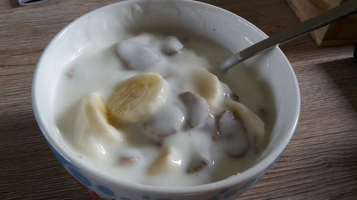 yoghurt met banaan en volkoren vlokken