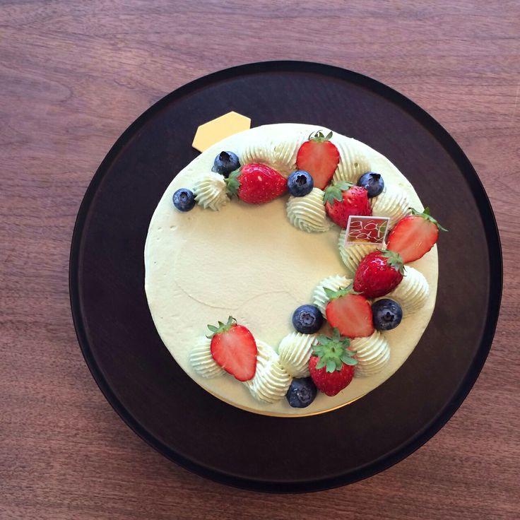 抹茶のショートケーキ。 暦の上ではもう春(*´꒳`*)若葉色の抹茶クリームで春らしさを出しました。  Green Tea Shortcake