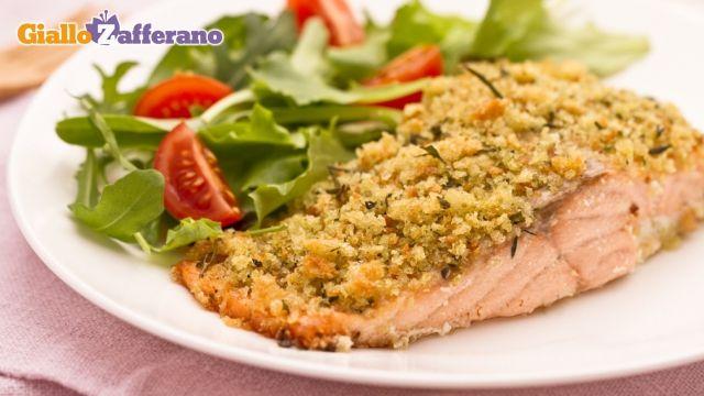SALMONE CROCCANTE    l salmone croccante è un secondo piatto di pesce sfizioso e pronto in pochissimo tempo, la ricetta ideale per stupire i propri ospiti con il minimo sforzo!    Il salmone a filetti viene cotto in forno coperto con una croccante panure di pane ed erbe aromatiche.    Ideale da servire con un contorno di patatine novelle al forno o con un'insalatina fresca!  QUI la ricetta: ricette.giallozafferano.it/Salmone-croccante.html