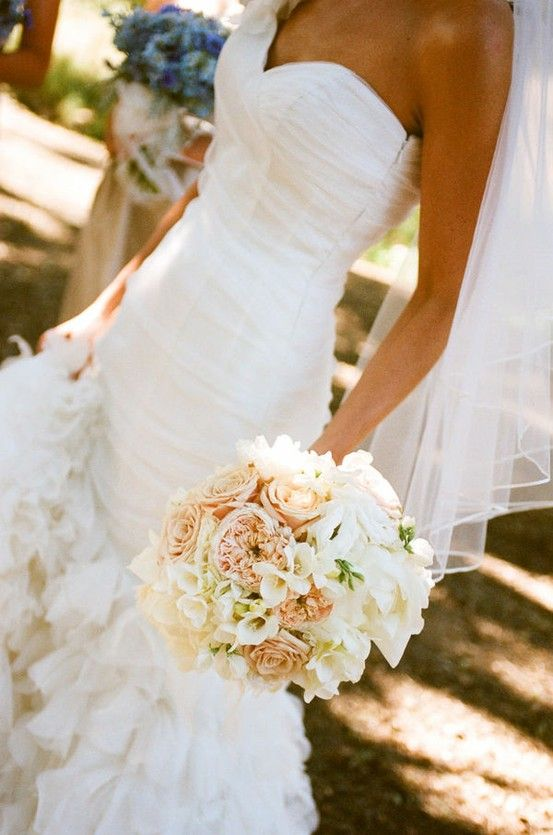 <3 the dress & the bouquet.