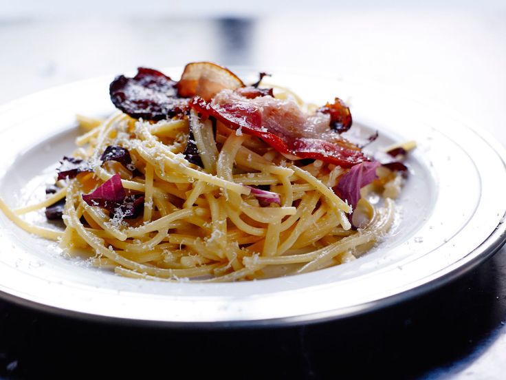 Découvrez la recette Spaghettis sans gluten à la poitrine fumée sur cuisineactuelle.fr.