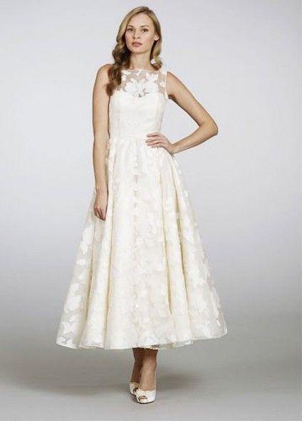 Look anni '50 color panna - Abito da sposa vintage con gonna fino alla caviglia e scollo doppiato in pizzo.