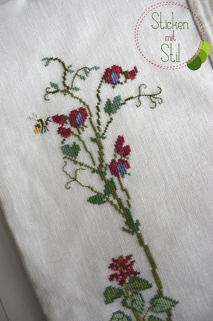 Kissen Kazuko Aoki Kreuzstich Blumen Wiese Biene / Pillow Cross Stitching flowers meadow bee / StickenMitStilKreuzstich Blumen, Blumen Wiese, Kissen Kazuko, Cross Stitch, Kazuko Aoki, Aoki Kreuzstich, Crosses Stitches, Flower Meadow, Crosses Sticht