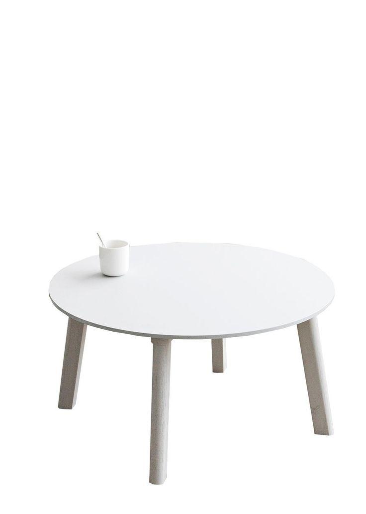 HAY - Couchtisch Copenhague Deux CPH 250  SCHÖNER WOHNEN-Shop Der ansprechende Copenhague Deux 250 ist ein Couchtisch mit besonderen Eigenschaften. Der Hersteller Hay hat eine Laminierung unter dem Einsatz von Nanotechnologie geschaffen. Das Resultat ist ein Tisch, der sich extrem matt und samtig weich anfühlt. Das Hightech-Material verhindert Fingerabdrücke und ist äußerst leicht zu reinigen. Den eleganten Tisch gibt es in mehreren Formen und Farbkombinationen.