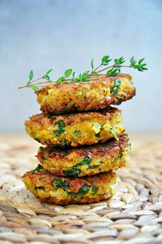 Best vegan and healthy falafel recipe, without deep frying and with lots of fresh parsley!
