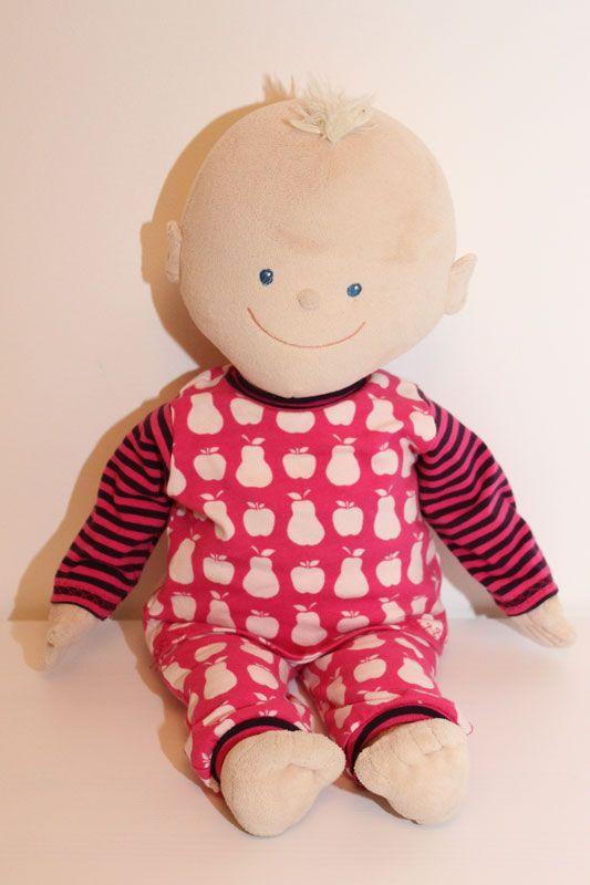 DIY Anleitung für einen Puppen - Schlafanzug aus Lillesol & Pelle Basics Schnittmustern. Passend fürKrümel von Jakoo-o