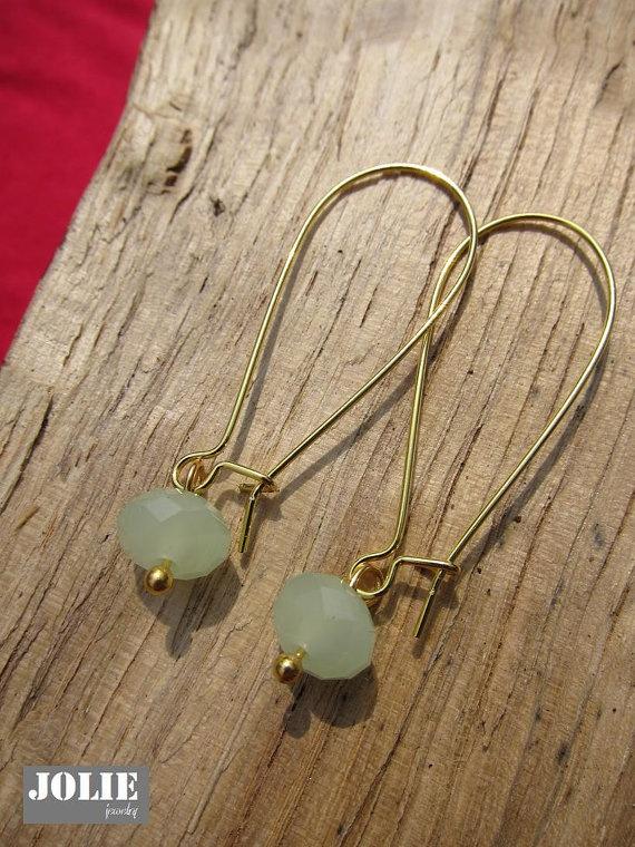 Mint groene steen oorbellen van JewelryJolie op Etsy, €4.95