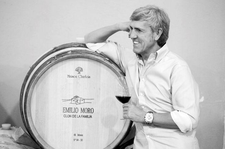 """José Moro, presidente de las Bodegas Emilio Moro: """"Deberíamos coger la botella debajo del brazo para correr sin recelo todos los rincones del mundo"""" https://www.vinetur.com/2014102417128/jose-moro-presidente-de-las-bodegas-emilio-moro-deberiamos-coger-la-botella-debajo-del-brazo-para-correr-sin-recelo-todos-los-rincones-del-mundo.html"""