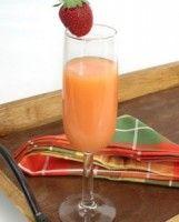 Biologische Appel Aardbeiensap. Heerlijk verkoelende verse fruit sap.