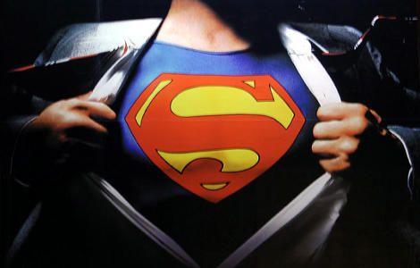 Έχω την τύχη να έχω γεννηθεί τη δεκαετία του '80 και να μεγαλώσω με τη φιγούρα του Superman και άλλων υπερηρώων της κλάσης του. Βέβαια όταν ήμουν πιτσιρίκος αυτά ήταν μόνο γραφικά πάνω σε χαρτί ή κινούμενα σχέδια  Read more: http://rizopoulospost.com/giati-o-superman-den-einai-ellhnas/#ixzz2XnEfomzc Follow us: @Rizopoulos Post on Twitter | RizopoulosPost on Facebook #Greece #Hero #Superman