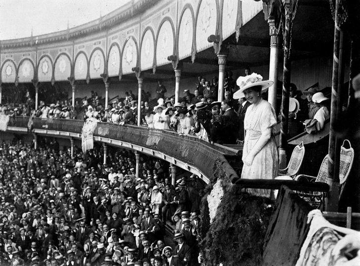 La plaza de toros de Cuatro Caminos en la historia. La reina Victoria Eugenia en el palco