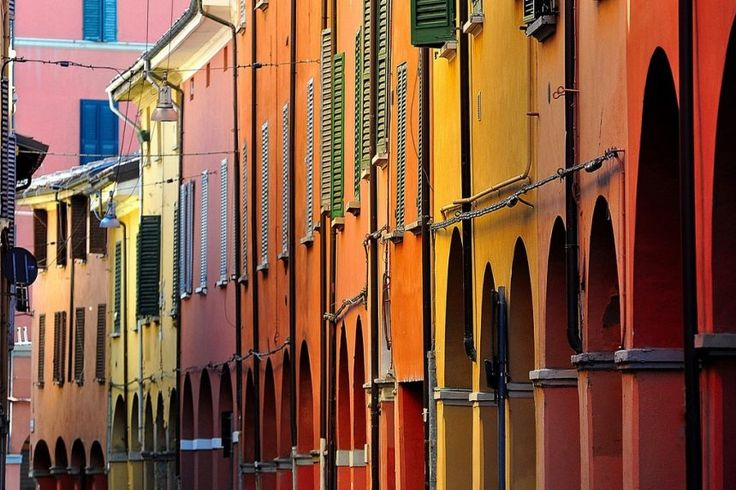 The social street in Bologna: where the sense of neighborhood is revived