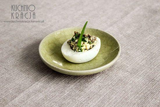 Asian beef style #eggs. http://www.kuchniokracja.hanami.pl/index.php/jajka-faszerowane-z-wolowina-i-kolendra-wielkanoc-2015/