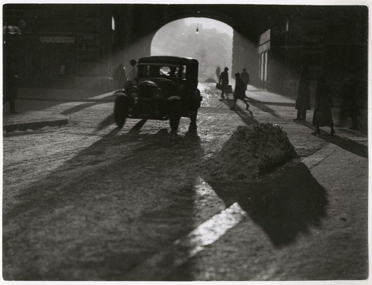 A Piarista-átjáró a Váci utcában, 1940-es évek (a Magyar Nemzeti Múzeum tulajdona)  Fotó: © Vadas Ernő