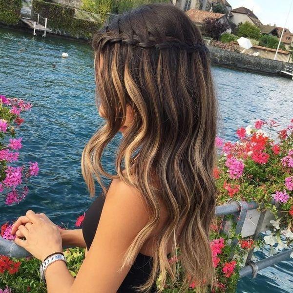 Nette geflochtene Frisuren für langes Haar