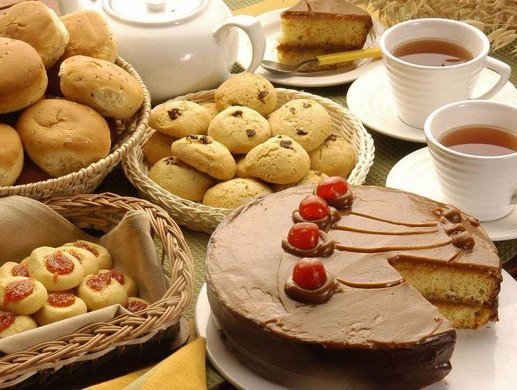 SOUND: https://www.ruspeach.com/en/news/14418/     Углеводы являются неотъемлемым компонентом клеток и тканей всех живых организмов на Земле. В спорте и диетологии есть понятие быстрых (простых) и медленных (сложных) углеводов. К быстрым углеводам относятся хлеб, пицца, булочки, сахар и мёд, шоколад, кондитерские изделия, арбуз, банан, хурма и виноград, майонез и кетчуп, алкоголь. Быстрые углеводы приводят к увеличению жира в организме. Сложные углеводы это цельные каши, бобо