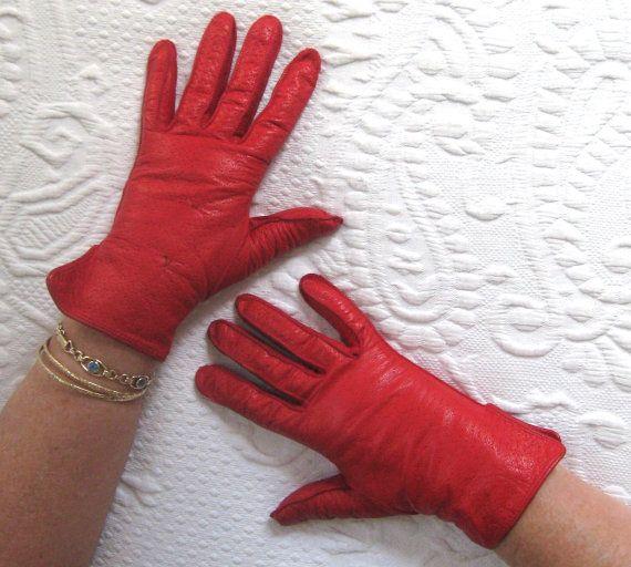 gants en cuir rouge. Gants en cuir courte. gants de par vintagous