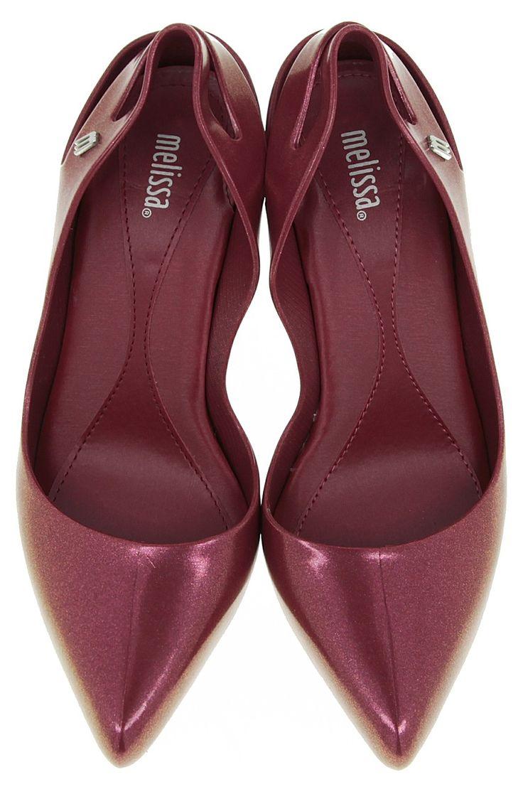 Pantofi din cauciuc, cu toc subțire din colecția Melissa.