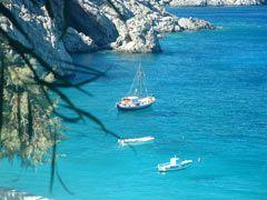Forse Kira Panaghia, è la spiaggia più bella di tutta l'isola anche se difficilmente raggiungibile via terra.