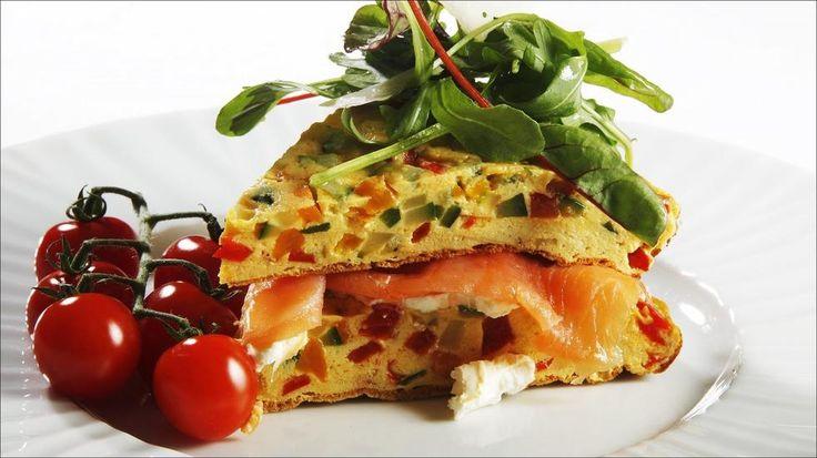 Omelett med paprika, squash og røykelaks - Omelett er god og kjapp hverdagsmiddag, og restene går i matpakka.