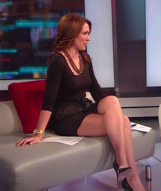 Brooke Baldwin legs on CNN - Sexy Leg Cross   News Babes ...