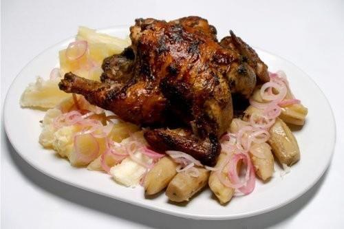 Pollo al horno yuca y guineos encebollados cocina for Cocinar yuca al horno
