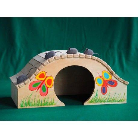 Cuccia Mini Pappillon Indoor Taglia L - Blitzen La cuccia Mini Pappillon Indoor Taglia L è ideale per gatti di media taglia (peso indicativo 4 kg).  Misure:  altezza cm 29, larghezza cm. 59, spessore cm. 33 con il tetto spessore 38, l'arco di ingresso è alto 22 cm. e largo 23.5, spessore 1,5 cm - viene consegnata già montata.  E' possibile personalizzare la cuccia gratuitamente con il nome del proprio animale