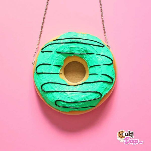 A delicious handmade donut purse/clutch bag glazed with kiwi flavour icing, filled and decorated with chocolate topping. Your nickname will be Marbelosa! WORLDWIDE DELIVERY - FREE SHIPPING for orders over $200;