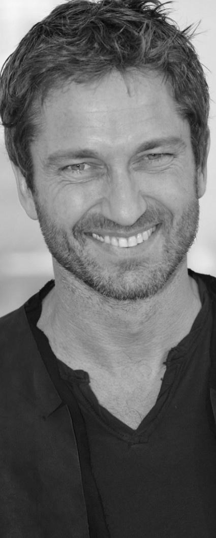 ¿Sabías que cuando sonríes activas músculos de la cara, que a su vez liberan endorfinas? Las endorfinas son hormonas que están relacionadas con la felicidad y el bienestar personal. ¡No lo olvides! Sonreír te hace sentir mejor física y emocionalmente como lo hace el famoso actor Gerard Butler que le damos la sonrisa OrtoDent de este fin de semana #Creadoresdesonrisas