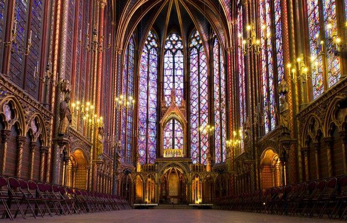 「聖なる礼拝堂」という意味の名前を持つ「サント・シャペル(Sainte chapelle)」。パリの観光には外せない場所です。