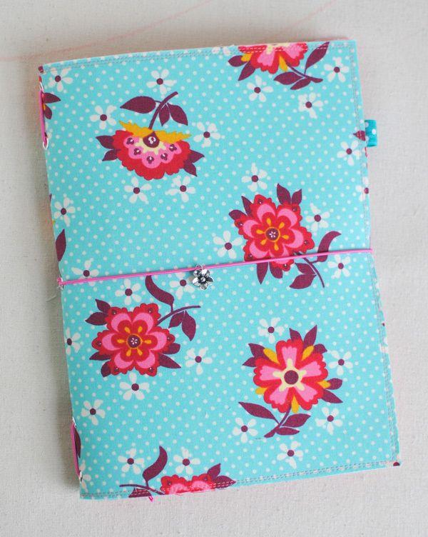 Fabric Traveler's Notebook {Mini Tutorial}