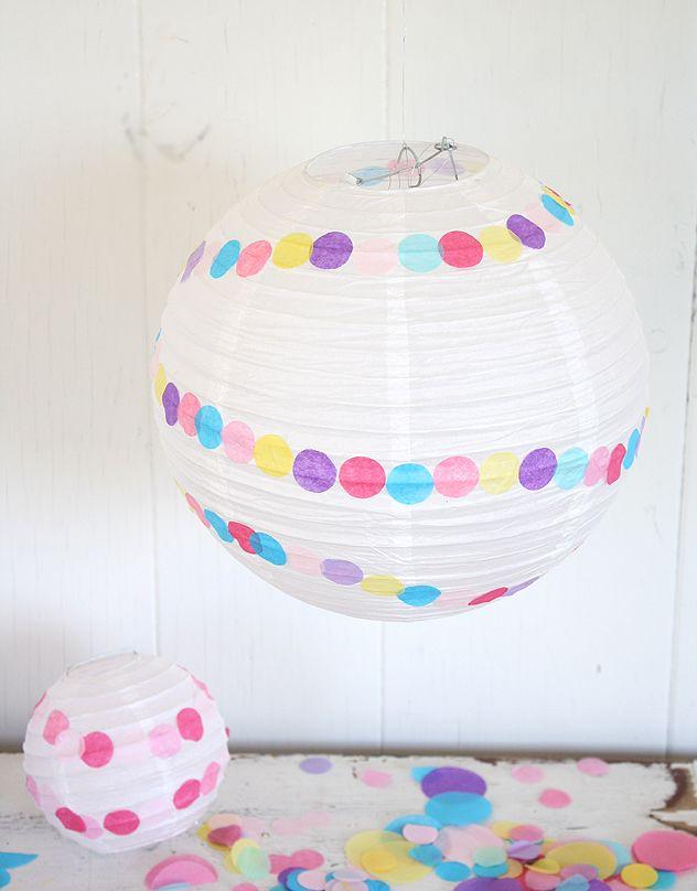 Decora una linterna sencilla con confeti! / Decorate a simple paper lantern with confetti!