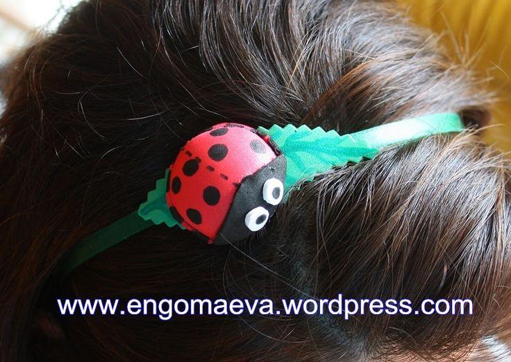 Headband with a small ladybug, made with craft foam (foamy). A cheerful gift. Contact:engomaeva@gmail.com Diadema con una pequeña mariquita, hecha con goma eva (foamy). Un alegre regalo. Contacto:engomaeva@gmail.com