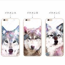 さむーい冬にイケメン狼'sがやってきた♪キリッとしたコもいれば、ちょっとアホ面だったり、哀愁漂うイケメンのコも。5匹それぞれ個性的なので、お好みのオオカミを選んで相棒にしてやってください。それぞれ、いろいろなカラーの宇宙柄をのせているので、独特の色味をお楽しみ頂けます・・・☆(背景には薄く線状の模様を入れています。)※iPhone5c用などフチがカーブしたケースのプリント範囲はフチの湾曲がはじまる手前までになります。●手帳型ケースはこちらからどうぞ♪ ・Aくん→ http://www.creema.jp/exhibits/show/id/1540692・Bくん→ http://www.creema.jp/exhibits/show/id/1540690・Cくん→ http://www.creema.jp/exhibits/show/id/1540685・Dくん→ http:/&#x2F...